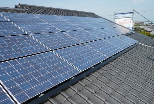 太陽光発電システムと瓦